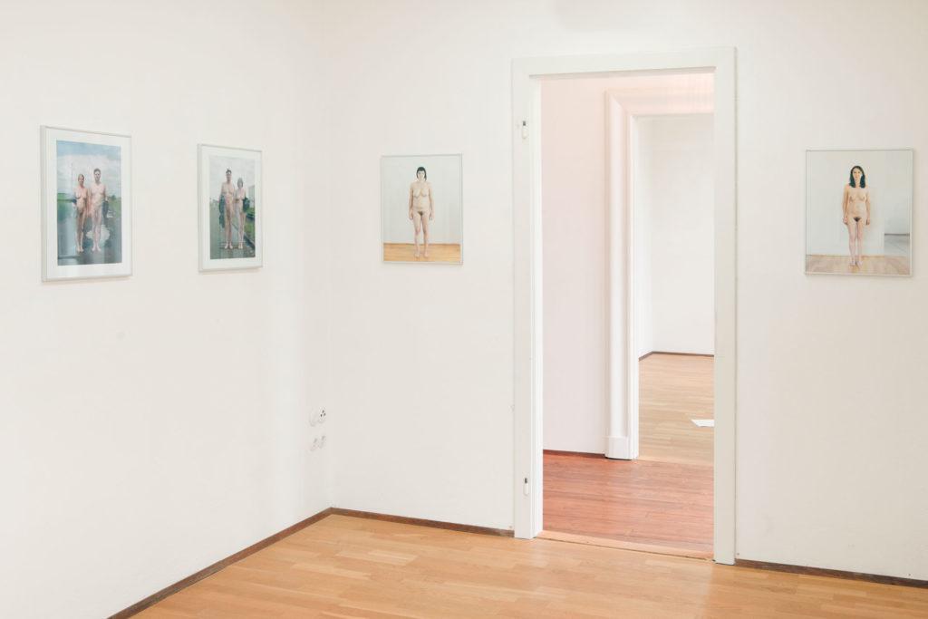 Ausstellungsansicht Deutschvilla Serie open air Gemeinschaftsprojekt Renate Billensteiner und Gerhard Brandl