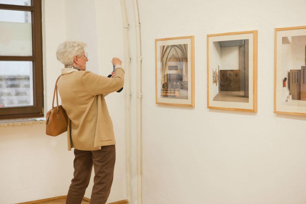 Ausstellungsansicht sub rosa in der Galerie Forum Wels Renate Billensteiner Foto 02