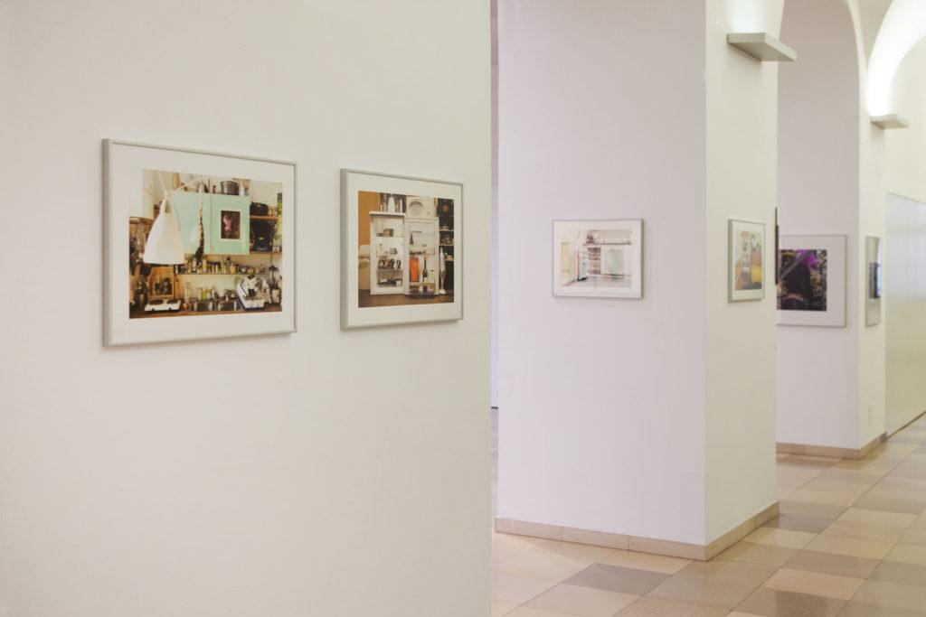Ausstellungsansicht Ursulinenhof Serie fridge guide von Renate Billensteiner Bild 01
