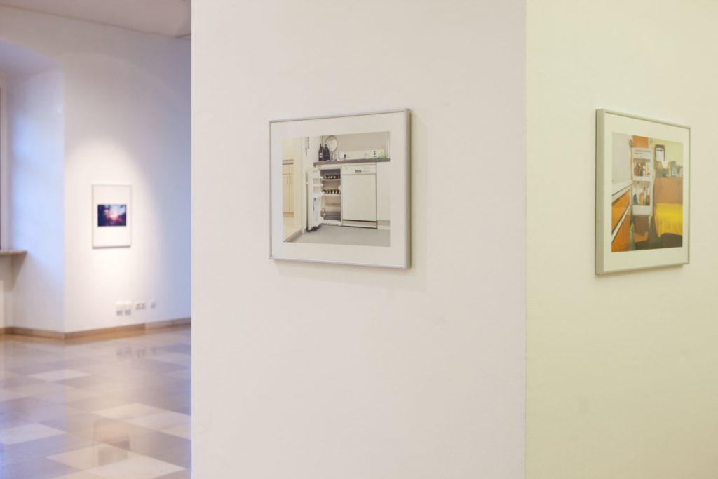 Ausstellungsansicht Ursulinenhof Serie fridge guide von Renate Billensteiner Bild 02