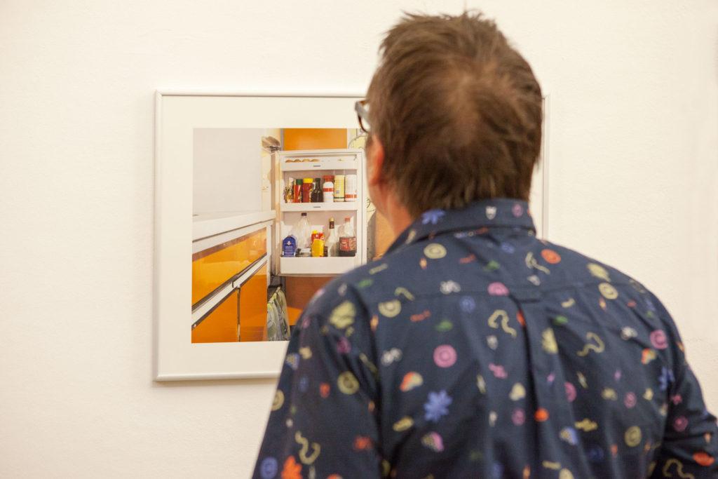 Ausstellungsansicht Ursulinenhof Serie fridge guide von Renate Billensteiner Bild 04