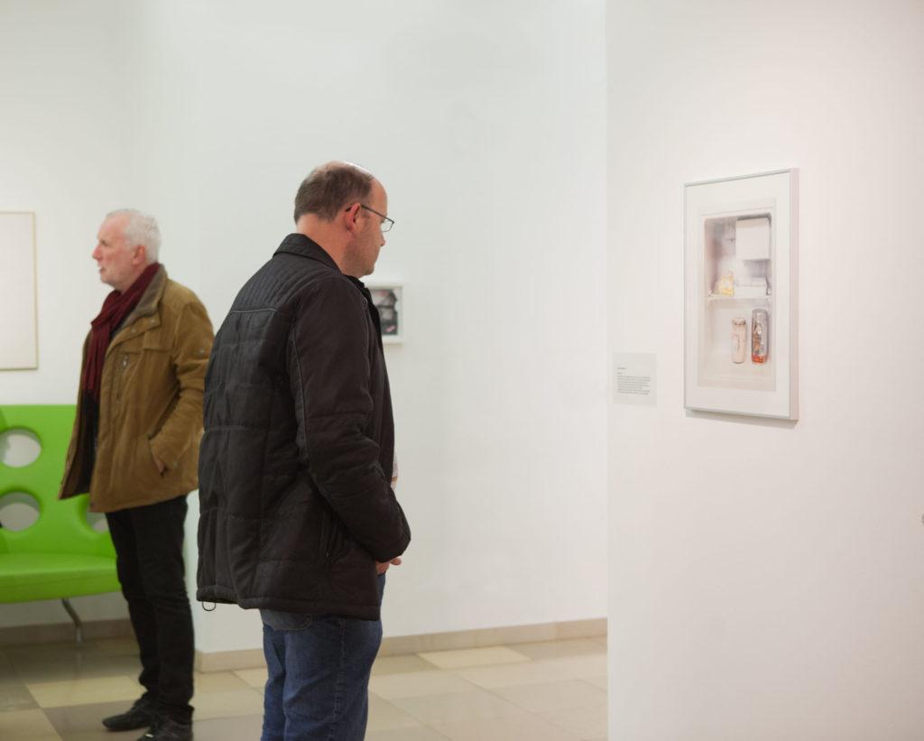Ausstellungsansicht Ursulinenhof Serie fridge guide von Renate Billensteiner Bild 06