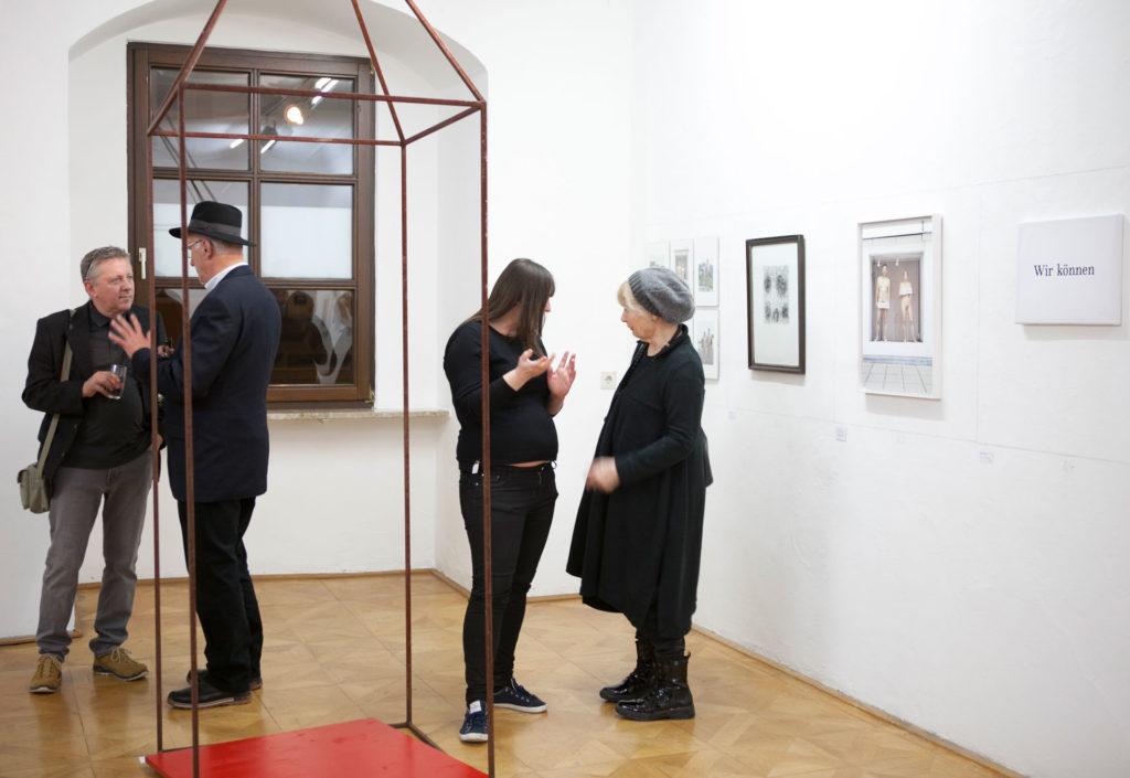 Ausstellungsansicht DIE FORUM Werbeträger Gemeinschaftsprojekt Gerhard Brandl und Renate Billensteiner Bild 02