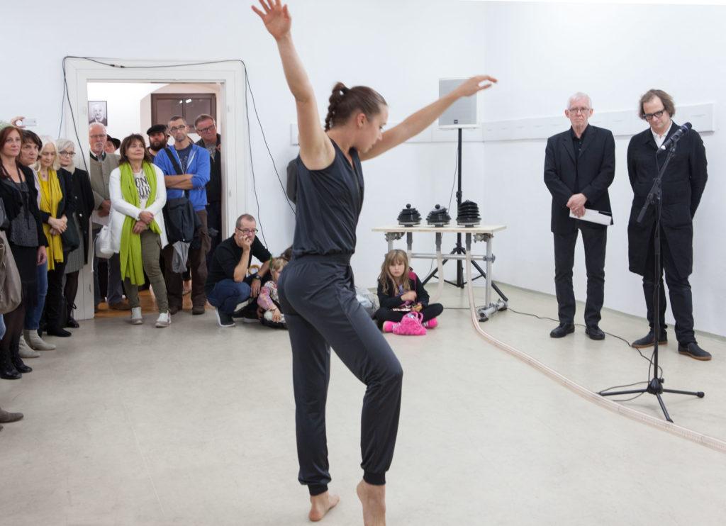 Ausstellungseröffnung Galerie Forum Wels mein Bruckner Fotoarbeit von Renate Billensteiner