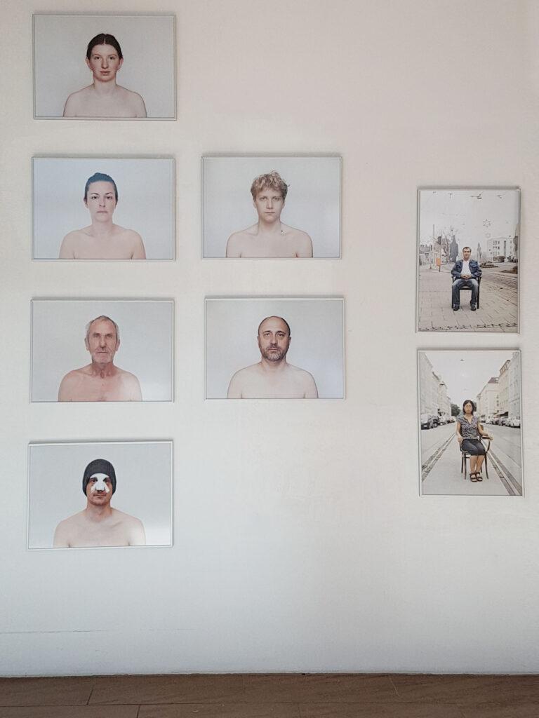 Rundgang Porträts mit Ausstellung Kollaterale Wels temporäres Atelier Renate Billensteiner