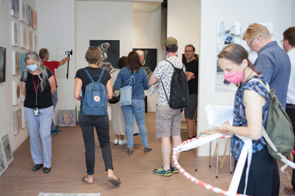 Rundgang Porträts mit Ausstellung Kollaterale Wels temporäres Atelier Renate Billensteiner und Gerhard Brandl 5